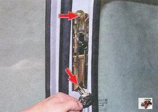 болты крепления механизма регулировки по высоте верхней точки крепления ремня безопасности