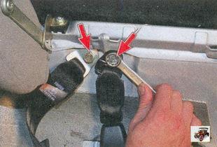 замена задних ремней безопасности