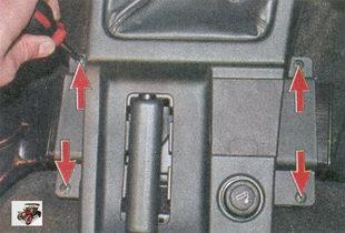 винты крепления верхней облицовки к полу