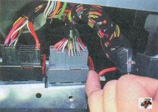 фиксаторы колодок жгута проводов панели приборов