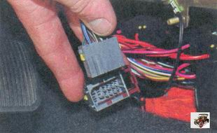 разъем панели приборов; разъем системы зажигания