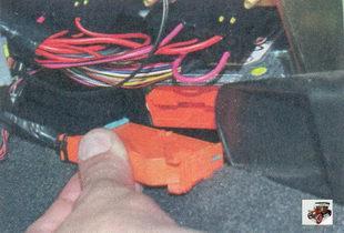 разъем жгута панели приборов блока управления подушкой безопасности