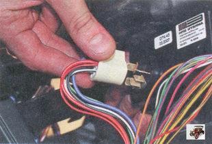 разъем переключателя электродвигателя отопителя салона