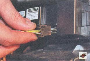 разъем блока управления отопителем салона