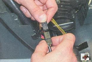 разъем моторедуктора заслонки распределения воздушного потока