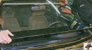 установите лобовое стекло в сборе с уплотнителем