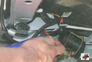 шарнирные соединения петель крышки багажника лада приора ваз 2170