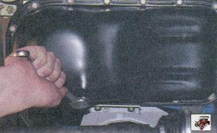 пробка маслосливного отверстия на масляном картере двигателя