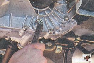 пробка сливного отверстия для слива масла из коробки передач