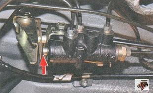 разблокировка регулятора давления задних тормозных механизмов
