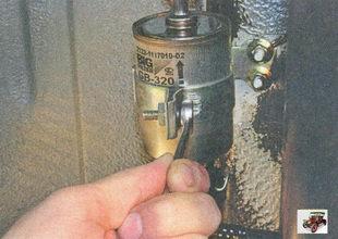 стяжной болт кронштейна крепления топливного фильтра