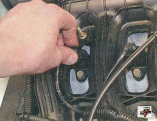 фиксатор разъема жгута проводов модуля зажигания