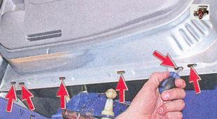 прочистка дренажных отверстий задних дверей лада приора ваз 2170