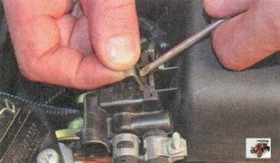 фиксатор клапана адсорбера