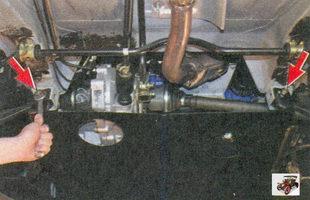 гайки крепления рычагов передней подвески
