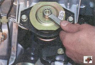 гайка крепления задней опоры двигателя к кронштейну