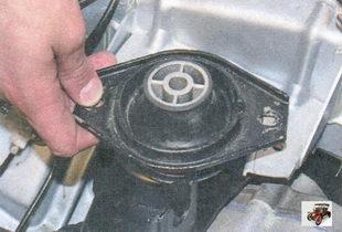 подушка задней опоры двигателя