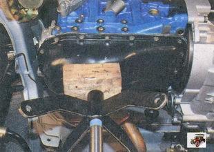 снятие подушки передней опоры двигателя