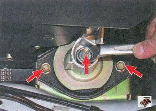 гайка крепления подушки передней опоры двигателя к кронштейну, болты крепления подушки к кузову