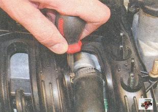 хомут вытяжного шланга системы вентиляции картера