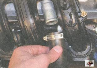 вытяжной шланг системы вентиляции картера