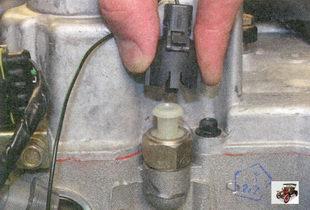 разъем жгута проводов датчика аварийного падения давления масла Лада Приора ВАЗ 2170