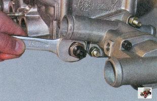 датчик указателя температуры охлаждающей жидкости на заднем торце головки блока цилиндров
