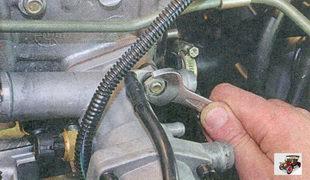 гайка крепления наконечника провода массы автомобиля