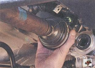 внутренний шарнир правого привода передних колес