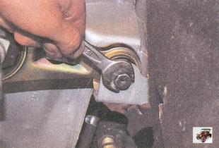 болт крепления штанги левой опоры силового агрегата к кузову