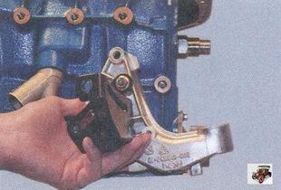 кронштейн передней опоры силового агрегата