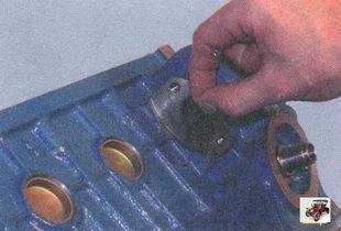 снятие уплотнительной прокладки насоса охлаждающей жидкости
