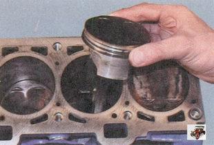 снятие поршеня с шатуном из цилиндра