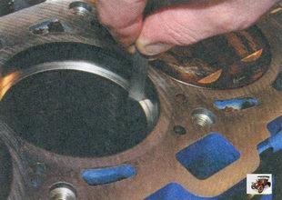 проверка зазора в замках поршневых колец Лада Приора ВАЗ 2170