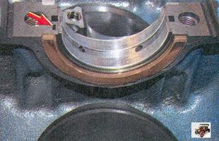 установка вкладышей коренных подшипников в постели блока цилиндров Лада Приора ВАЗ 2170