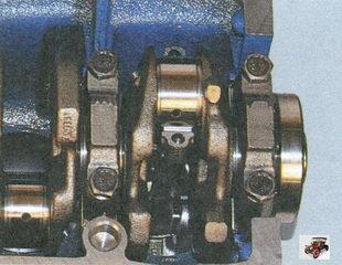 установка нижней головки шатуна на шейку коленвала
