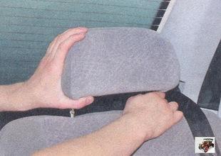 подголовник заднего сидения