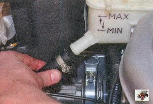 заправочный шланг расширительного бачка Лада Приора ВАЗ 2170