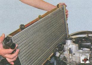 снятие радиатора Лада Приора ВАЗ 2170