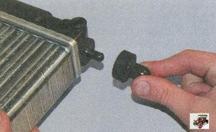 подушки нижнего крепления радиатора