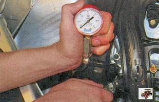 проверка давления топлива по манометру