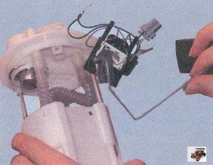 корпус бензонасоса, датчик уровня топлива