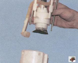 снятие нижней части корпуса топливного насоса