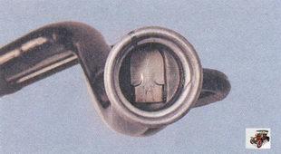предохранительная шторка заливной трубы топливного бака