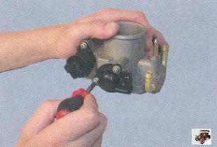 дроссельный узел, регулятор холостого хода, датчик положения дроссельной заслонки Лада Приора ВАЗ 2170
