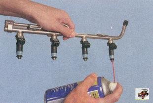 смазка уплотнительных колец форсунок моторным маслом или WD-40