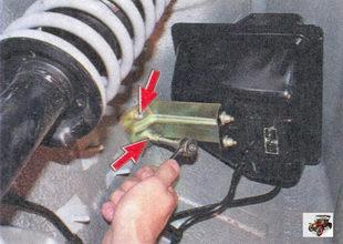 гайки крепления кронштейна сепаратора к кузову