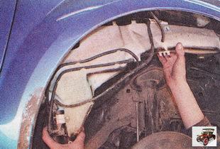 Снятие, установка и ремонт омывателя стекла ветрового стекла на автомобиле Форд Фокус 2