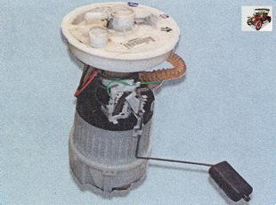 неисправен топливный насос (установлен в топливном баке)