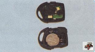 разделите корпус брелка дистанционного управления